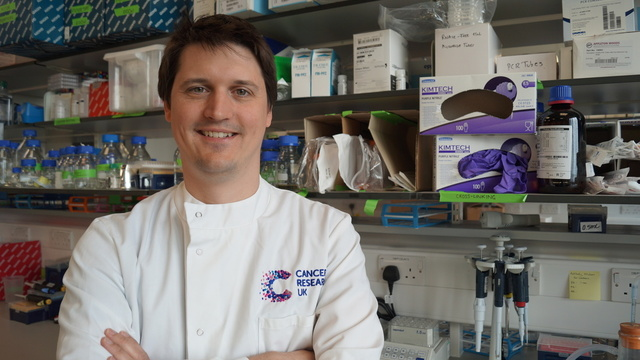 Andrew Holding in the Cancer Reserch UK Cambridge Institute